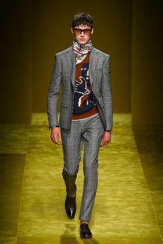 サルバトーレ フェラガモ(Salvatoe Feagamo)の2016-17年秋冬メンズコレクションが、イタリア・ミラノで発表、コンセプトは「逆説と矛盾」だ。ブランドが得意とする美しいテーラリングに、...