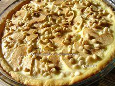 Фото к рецепту: Яблочный пирог в заливке с кедровыми орешками
