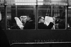 """Hace unos días inauguró en el Centro Cultural Borges la muestra """"Retrospectiva"""" del fotógrafo chileno Sergio Larrain (1931-2012). Para quien..."""