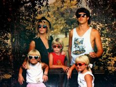 View the Best of Awkward Family Photos in our Hall of Fame! These are the most hilarious & most cringe-worthy pictures! Check them out today! Awkward Family Photos, Couple Photos, Family Pictures, Funny Photos, Best Funny Pictures, Funny Family Portraits, Funny Sunglasses, Very Demotivational, Serious Business