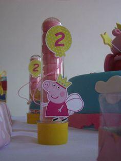 Tubete 3D Personagens Peppa Pig Balão    13 cm, cores a escolher.  Tag em 3D, impressa em papel couché 250gr, barbante fino que vai do balão até a mão do personagem.    Favor informar qual cor de tampa deseja.  **Embalagem vazia