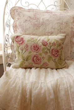 ❥ needlepoint pillow
