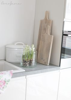 weiße Küche - Betonarbeitsplatte                                                                                                                                                                                 Mehr