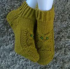 Lumioosi: Pöllötossu versio 2 Crochet Socks, Knitted Slippers, Knitting Socks, Crochet Stitches, Knit Crochet, Knitting Charts, Knitting Patterns Free, Crochet Patterns, Stocking Tights