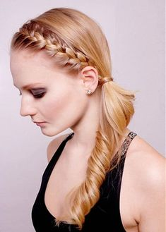 Braided bangs are perfect for working out. Let's kick off 2018 right! Here are the top 10 hairstyles for working out, so you'll look hot, while achieving your new years resolutions...