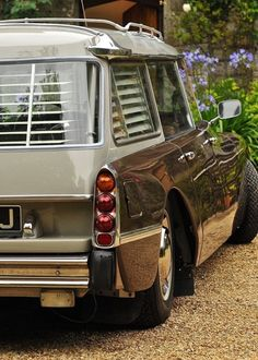 Citroën DS Safari first registered 30 November Brun Scarabée Retro Cars, Vintage Cars, Antique Cars, Safari, Automobile, Cars Uk, Engin, James Brown, Car In The World