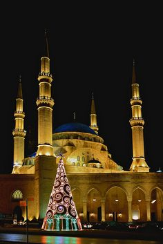 A beautiful contemporary Christmas tree in front of the Mohammad al Amine Mosque, Martyr Square in Beirut, Lebanon
