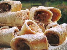 Mηλοπιτάκια από τα πιό εύκολα !!! ~ ΜΑΓΕΙΡΙΚΗ ΚΑΙ ΣΥΝΤΑΓΕΣ 2 Greek Recipes, Apple Pie, Food And Drink, Tasty, Sweet, Desserts, Sugar, Cooking, Candy