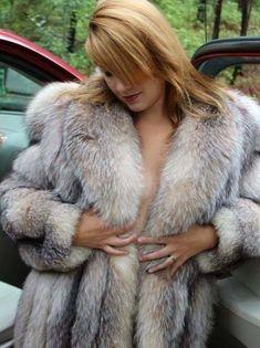 Fur Collar Coat, Fur Collars, Fur Fashion, Womens Fashion, Fabulous Fox, Fur Blanket, Fox Fur Coat, White Fur, Warm Coat