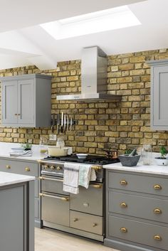 This stylish Lacanche range cooker looks so wonderful amongst our Lead Shaker drawers with beautfiul brass cup handles Family Kitchen, Kitchen Living, New Kitchen, Grey Shaker Kitchen, Kitchen Ideas, Kitchen Layouts, Kitchen Redo, Kitchen Designs, Exposed Brick Kitchen