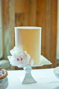 2013 Pantone Color | Lemon Zest - Wedding cake  -  #weddings #lemon #cake #food