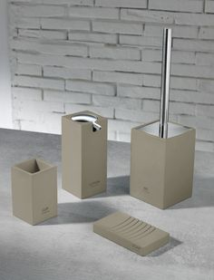 TFT Home Furniture | PL4357-A-TAUPE | Sets of bath accessories polyresin and chrome Madrid dov