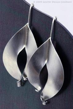 Fold-Formed Dangle Earrings - Tamra M. Metal Clay Jewelry, Jewelry Art, Silver Jewelry, Silver Earrings, Fancy Earrings, Jewellery, Dangle Earrings, Jewelry Design Drawing, Bijoux Diy