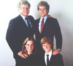 Ted and her sons teddy,Kara and patrick Les Kennedy, Robert Kennedy, Jackie Kennedy, Familia Kennedy, Joan Bennett, John Fitzgerald, Greatest Presidents, Step Kids, Royalty
