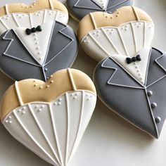 The classic wedding cookie set #thesmartercookie #decoratedcookies #decoratedsugarcookies #sugarcookies #cookies #cookiedecorating…