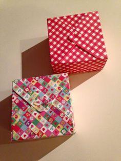 scatolina in cartoncino quadrata adatta a piccoli oggetti o come bomboniera