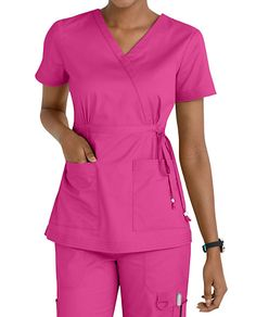 Women's scrub tops made from soft materials, designed to keep you cool and fresh all day. Choose from a variety of scrub top styles at Scrubs & Beyond. Spa Uniform, Scrubs Uniform, Chef Dress, Scrubs Pattern, Cute Scrubs, Scrubs Outfit, Iranian Women Fashion, Medical Uniforms, Womens Scrubs