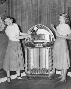 Girls Christen A 1949 Wurlizer 1100 Jukebox Vintage 8x10 Reprint Of Old Photo