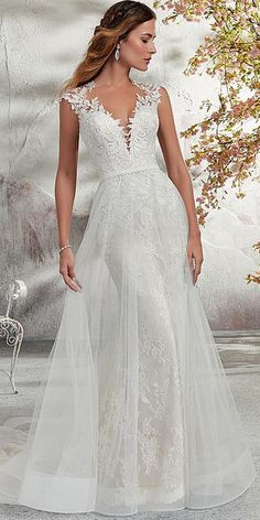 NEW! Glamorous Tulle & Lace Scoop Neckline A-line Wedding Dress With Lace Appliques