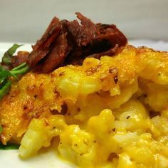 Cauliflower Mac and Cheese. Sub out pasta with cauliflower for this deceptively delicious low carb macaroni and cheese. Low Carb Recipes, Diet Recipes, Cooking Recipes, Healthy Recipes, Healthy Meals, Vegetarian Meals, Healthy Cooking, Cauliflower Mac And Cheese, Cauliflower Recipes