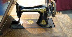 Como colocar a linha em uma máquina de costura Singer modelo antigo com pedal