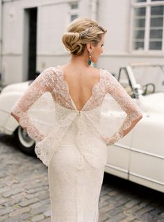 marvelousmatrimony:    Pretty lace back! (via Wedding Whimsy on imgfave)
