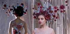 Jupiter Ascending: Jupiter Jones – Wedding gown (Wedding scene with Titus Abrasax – did anybody else find the concept of wanting to marry your reincarnated mother weird…? Cleopatra Headdress, Cleopatra Costume, Jupiter Jones, Jupiter Ascending, Wedding Scene, Before Midnight, Spring Outfits Women, Marry You, Ornament Wreath