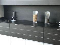 Detalle de composición de cocina con puerta con marqueteria de aluminio Kitchen In, Modern Closet, Closets, Studio, Kitchens, Home