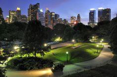 Los caminitos románticos del #CentralPark durante las horas de la madrugada neoyorkina. http://www.bestday.com.mx/Nueva-York-City-area/