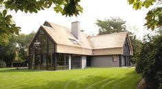 villa modern rieten dak en stalen serre Dingemans Architectuur