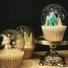 Excuse my premature Christmas disorder :D . I just couldn't resist the urge… Gelatin Bubble snow globe cupcakes ! Excuse my premature Christmas disorder :D . I just couldn't resist the urge… Christmas Sweets, Christmas Goodies, Xmas, Magical Christmas, Diy Christmas, Holiday Baking, Christmas Baking, Snow Globe Cupcakes, Winter Cupcakes