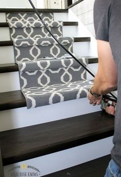 Add a stylish stair runner to your hardwood or laminate stairs Decoration Palette, Staircase Makeover, Staircase Ideas, Modern Staircase, Staircase Design, White Staircase, Wood Staircase, Basement Makeover, Ideas Hogar