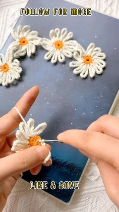 Crochet Flower Tutorial, Crochet Flower Patterns, Crochet Motif, Crochet Designs, Easy Crochet Flower, Easy Things To Crochet, Crochet Curtain Pattern, Crochet Bookmark Pattern, Bead Embroidery Tutorial