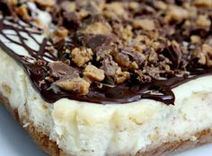Love this cheesecake recipe. perfect base for any cheesecake really. Carmel instead of peanut butter and reese's. or berry topped cheesecake. Reese's Peanut Butter Cheesecake, Reeses Peanut Butter, Cheesecake Bars, Cheesecake Cupcakes, Just Desserts, Delicious Desserts, Yummy Food, Dessert Healthy, Fudge