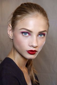 Pink shadow and red lips!