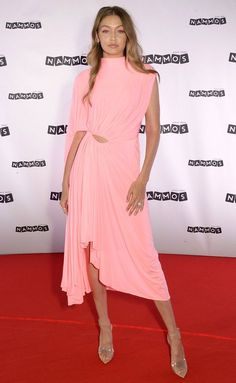 Margot Robbie's Sexy Lace LBD — Plus More Can't-Miss Star Looks! - Gigi Hadid in a bright pink asymmetrical mock-neck dress and clear sandals Source by annitheresa - Pink Dress Outfits, Bright Pink Dresses, Yellow Dress, Casual Outfits, Gigi Hadid Outfits, Gigi Hadid Style, Gigi Hadid Photoshoot, Margot Robbie, Red Carpet Fashion