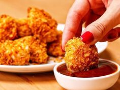 Makes 15 nuggets (serves INGREDIENTS 140 grams cornflakes cereal ½ teaspoon garlic powder ¼ teaspoon paprika 1 teaspoon salt ½ teaspoon pepper 2 chicken. Delicious Cake Recipes, Easy Cake Recipes, Easy Desserts, Dessert Recipes, Yummy Food, Proper Tasty, Dessert Simple, Chicken Nugget Recipes, Chicken Nuggets