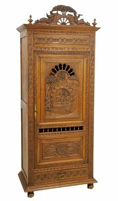 A FRENCH BRITTANY STYLE PIE SAFE : Lot 130