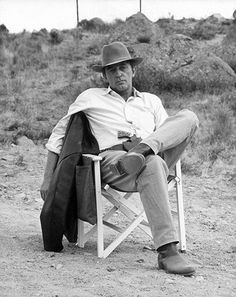 """Robert Mitchum the ultimate """"menefreghista"""" (one who simply doesn't give a damn) but in fact was a very dedicated and generous actor. As Howard Hawks pointed out, that it was all an act and he cared deeply about his work."""