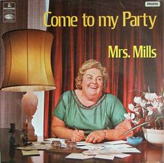 Tan alegremente preparando su party. La lámpara va a asistir.