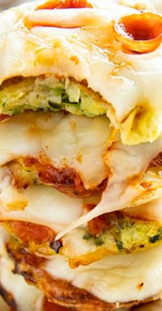 Zucchini Pizza Bites are a fun and easy summer appetizer featuring a savory zucchini crust! Satisfy your pizza cravings with these bite-sized pizzas for a tasty snack, lunch, or fun party dish! Finger Food Appetizers, Yummy Appetizers, Appetizer Recipes, Finger Foods, Pizza Recipes, Vegetarian Recipes, Cooking Recipes, Healthy Recipes, Clean Eating Snacks
