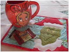The Grinch Quilted Mug Rug - Free Pattern by Quilt Doodle Designs Christmas Tree Quilt, Christmas Sewing, Christmas Quilting, Grinch Christmas, Christmas Ideas, Xmas, Christmas Applique, Christmas Time, Christmas Decor