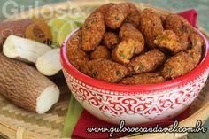 Este Croquete de Macaxeira com Atum é uma delícia, crocante por fora, super macio por dentro e o melhor é que é feito no forno!  #Receita aqui: http://www.gulosoesaudavel.com.br/2015/12/22/croquetes-mandioca-atum/