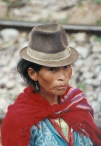 Health in the Andes: The Modern Role of Traditional Medicine (Part I) - The Globalist Ecuador, Bolivian Women, Cultures Du Monde, South American Countries, Photos Voyages, Le Chef, Photos Du, World Cultures, Native Americans