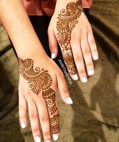 #henna #bridalparty #bridalhenna #hennaartist #hennaparty #indianwedding #muslimwedding #weddingideas #hennadesign #mehandi #bridetobe… Mehandi Designs For Kids, Back Hand Mehndi Designs, Mehndi Design Images, Beautiful Mehndi Design, Mehndi Patterns, Bridal Mehndi Designs, Simple Mehndi Designs, Red Henna, Henna Mehndi