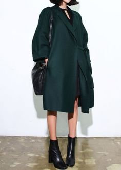 big coat // winter fashion // death-by-elocution Looks Street Style, Looks Style, Style Me, Green Style, Look Fashion, Fashion Models, Womens Fashion, Fashion Black, Street Fashion