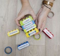 Great idea for learning the days of the week Kindergarten Lesson Plans, Kindergarten Activities, Activities For Kids, Preschool, Reggio Emilia, French Classroom, Montessori Activities, Teaching French, Teaching Tools