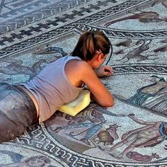 "@ancient.travel: ""Linares, Jaén, İspanya yakınında bulunan Castulo'dan kazılmış bir Roma mozaiği keşfinin…"" Archaeology, Beach Mat, Outdoor Blanket, Contemporary, Home Decor, Rome, Interior Design, Home Interior Design, Home Decoration"