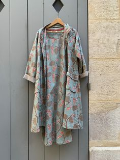 "Robe ""Than"" et manteau ""Isa"" en coton imprimé. - Coton printed Than dress and ""Isa"" coat. Kimono Top, Paris, Printed, Dresses, Fashion, Spring Summer, Mantle, Dress, Vestidos"