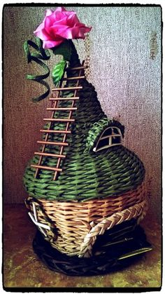 Paper Weaving, Newspaper Crafts, Rolled Paper, Paper Basket, Paper Straws, Fairy Houses, Quilling, Projects To Try, Christmas
